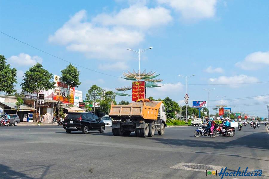 Chuyển hướng, nhường đường - biển báo giao thông đường bộ