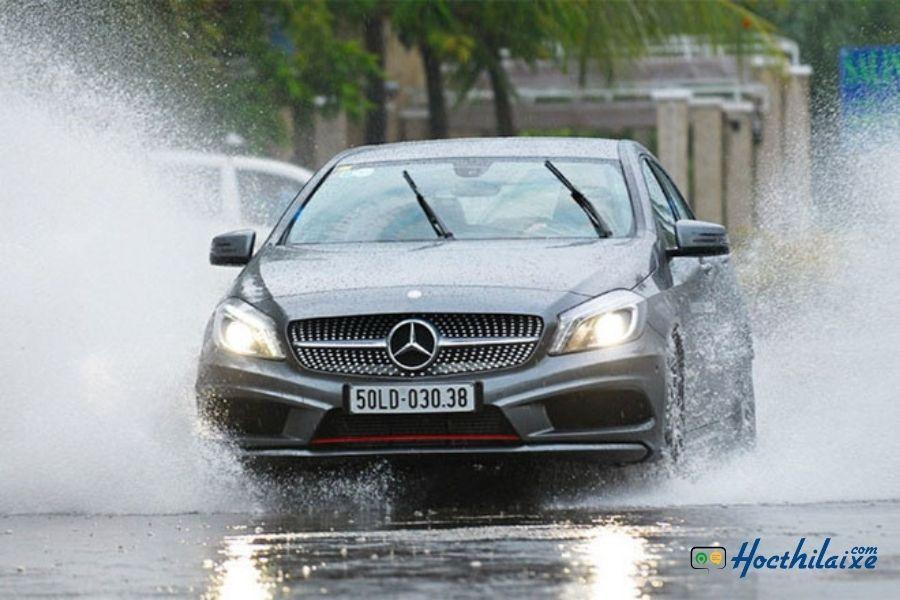 Bổ túc lái xe trời mưa