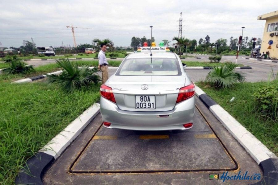 Bài 7: Ghép xe vào nơi đỗ (chuồng dọc)