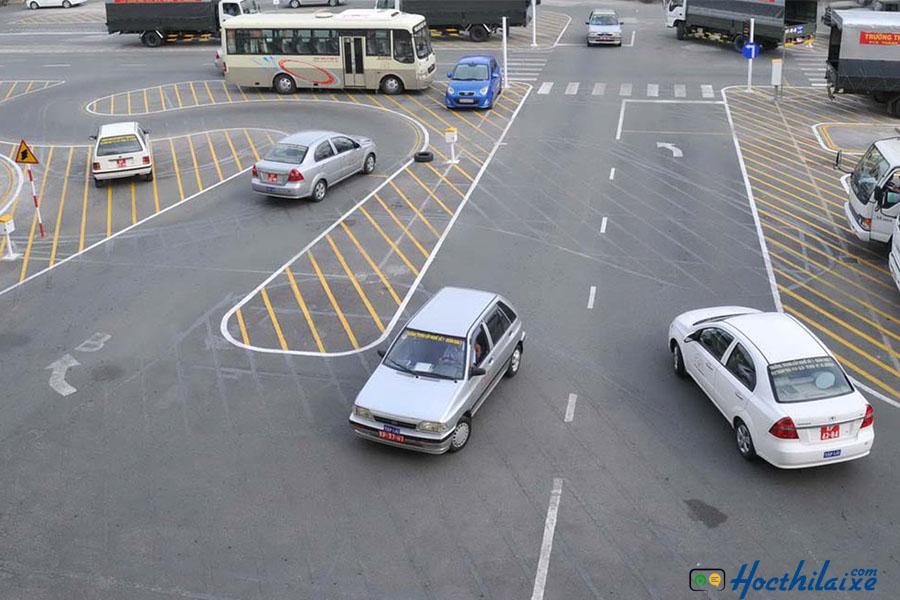 Quy định giới hạn độ tuổi nâng hạng bằng lái xe ô tô