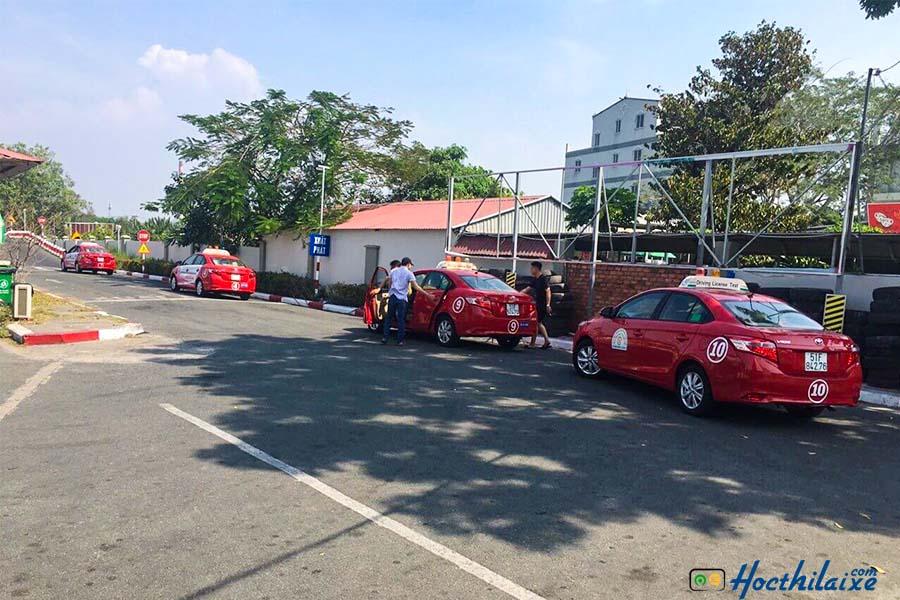 Lệphí đăng ký hồ sơ thi bằnglái xe ô tô theo quy định của sở GTVT.