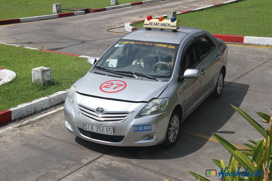 Học phí một khóa học lái xe tại Trung Tâm dạy nghề tư thục lái xe Hoàng Gia