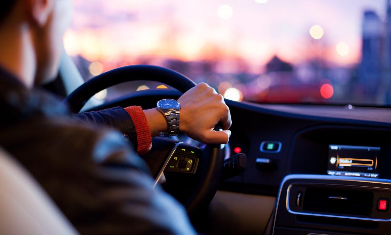 Mẹo tiết kiệm xăng là không nên giảm ga đột ngột