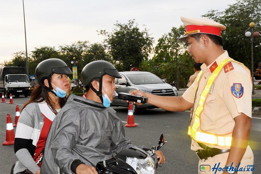 Phạt vi phạm giao thông đối với người điều khiển xe máy