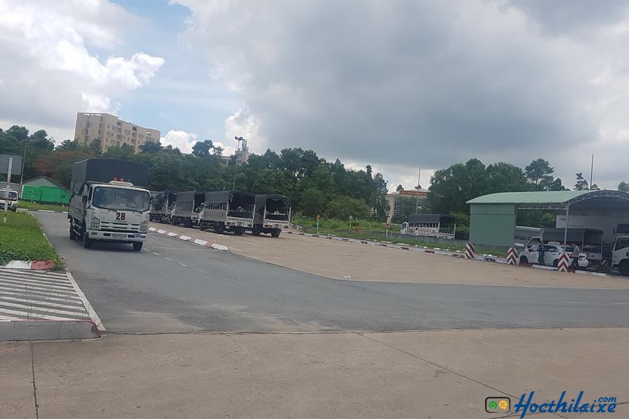 Sân tập lái rộng lớn tại Trung tâm đào tạo lái xe An Thành Phát