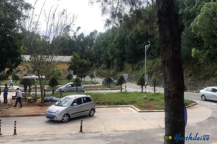 Học thực hành trên sa hình tại sân tập lái xe của Bách Lâm
