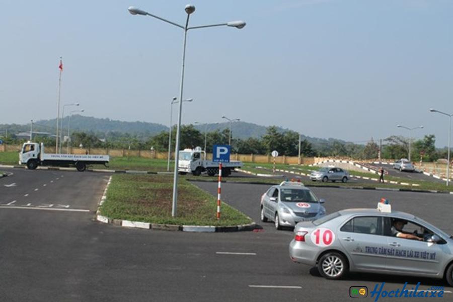 Tập lái hạng bằng B1 tại Trung tâm đào tạo và sát hạch lái xe Minh Phát