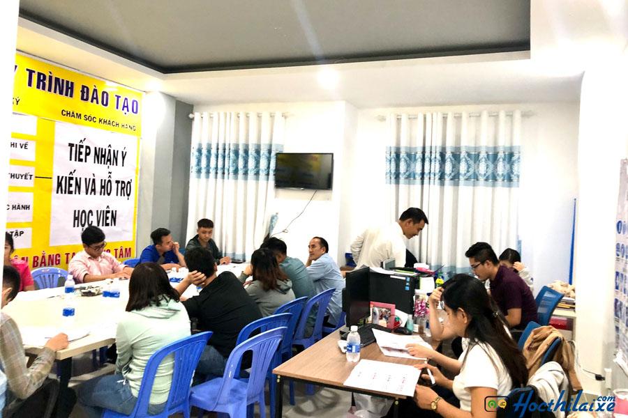 Học viên đến đăng ký tại Trung tâm đào tạo và sát hạch lái xe Minh Phát
