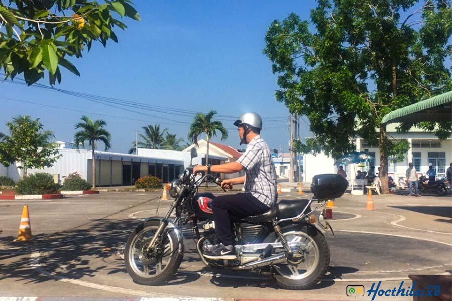 Khóa học lái xe mô tô hạng A2  Màu Hoa Đỏ