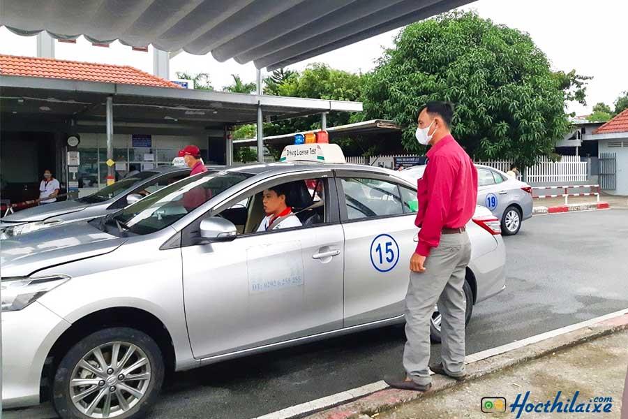 Khóa học lái xe ô tô hạng B2 Màu Hoa Đỏ
