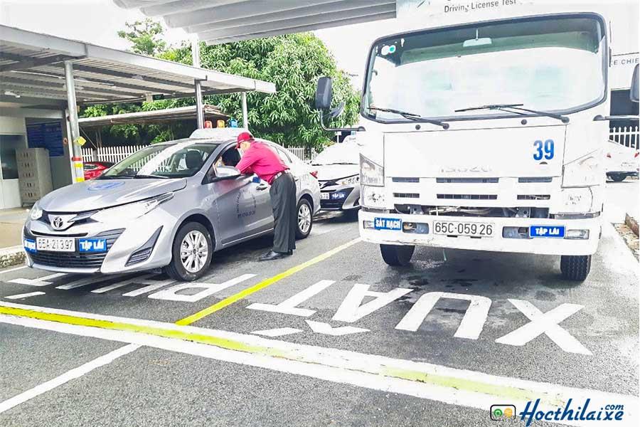 Học thực hành lái xe tại Màu Hoa Đỏ