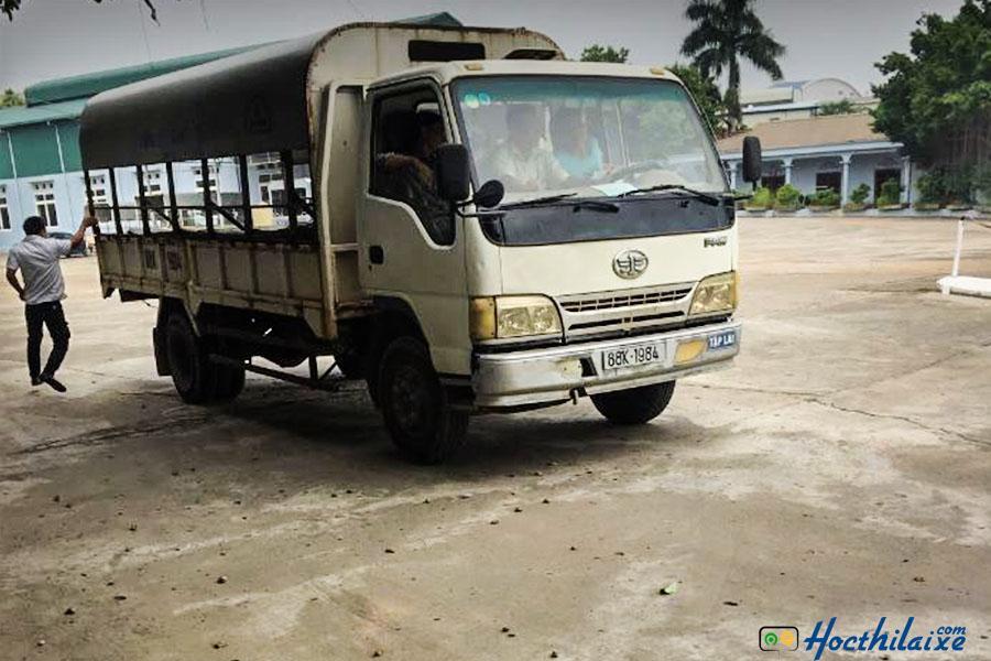 Khóa đào tạo lái xe tải hạng C Hùng Vương