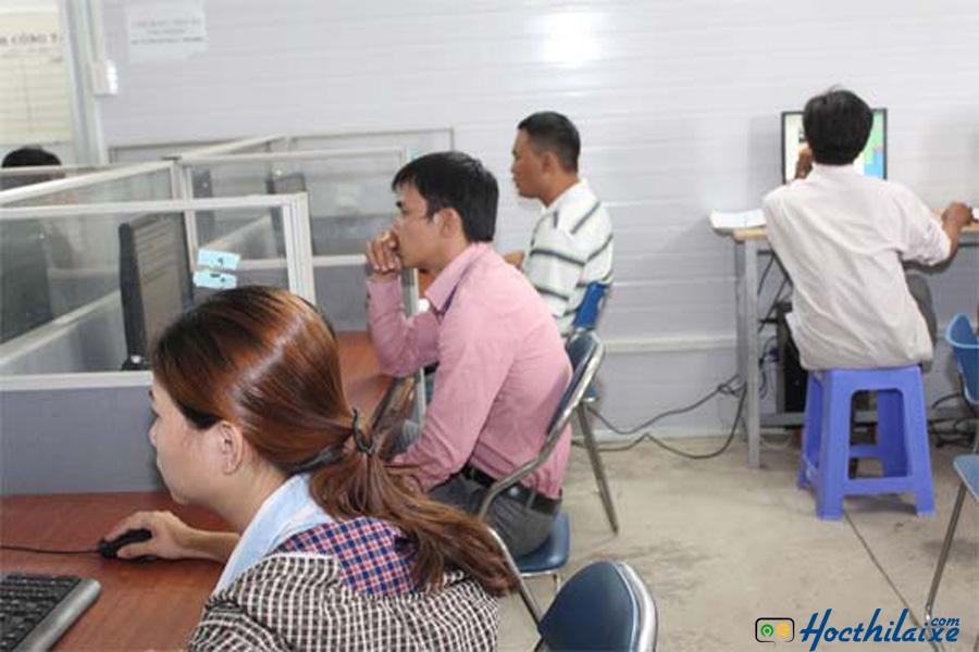 Phòng thi thử lý thuyết tại Trung tâm dạy nghề lái xe Hiệp Phát