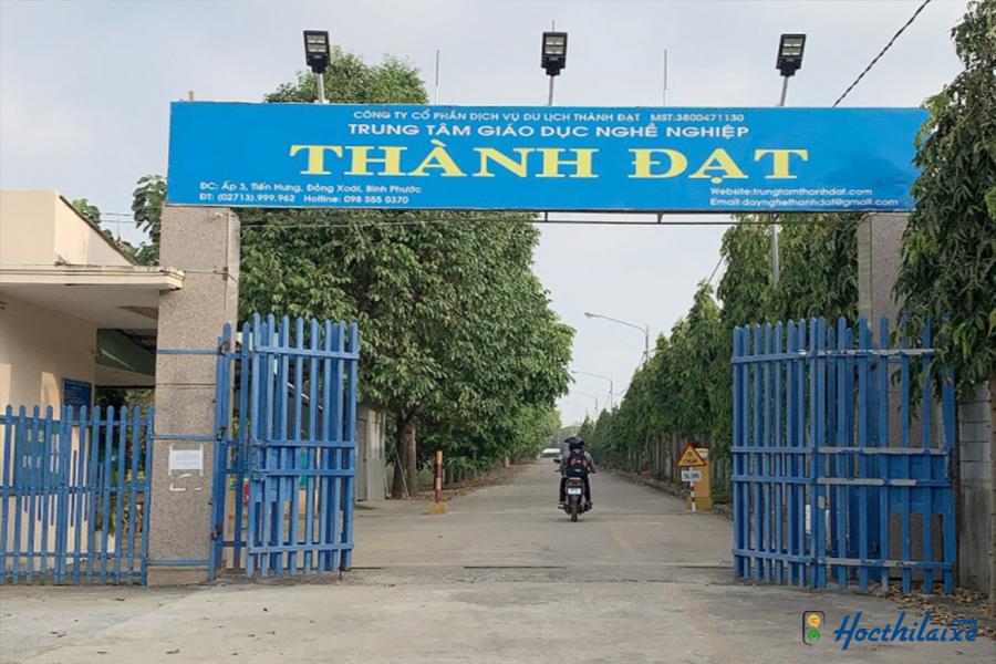 Cổng trường Trung tâm giáo dục nghề nghiệp Thành Đạt