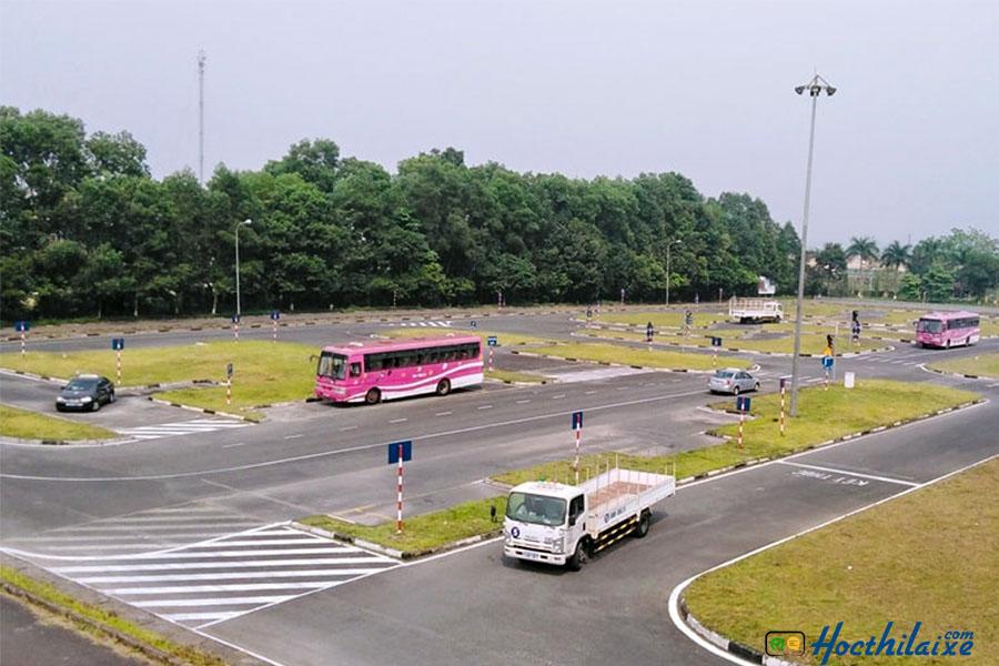Sân tập lái rộng rãi Long Khánh