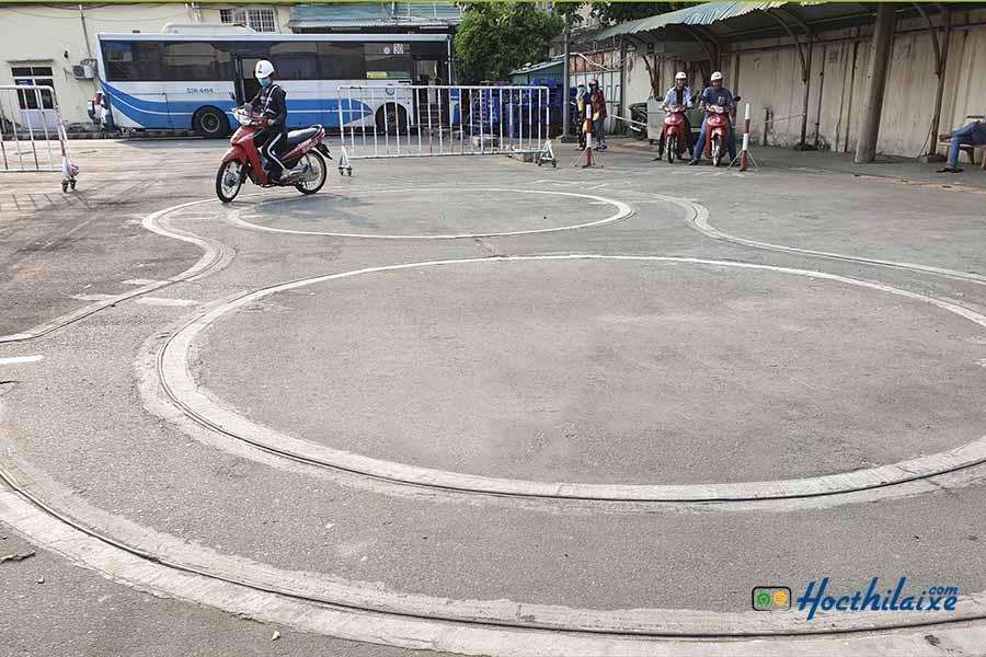 thi bằng lái xe máy tại trung tâm nghề nghiệp tổng hợp tphcm