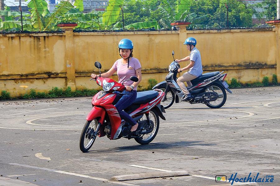 Hải Nam là một trong số trường dạy lái xe Bình Thạnh cũng là nơi dạy lái xe có mức học phí giá rẻ và đã niêm yết.