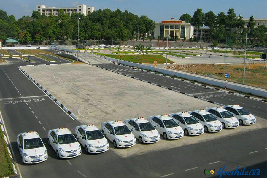 Các dòng xe tập lái đa dạng, sân tập rộng rãi