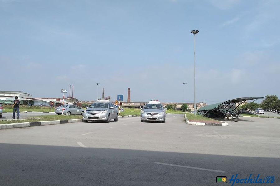 Sân tâp rộng lớn thoáng mát tại Phương Nam