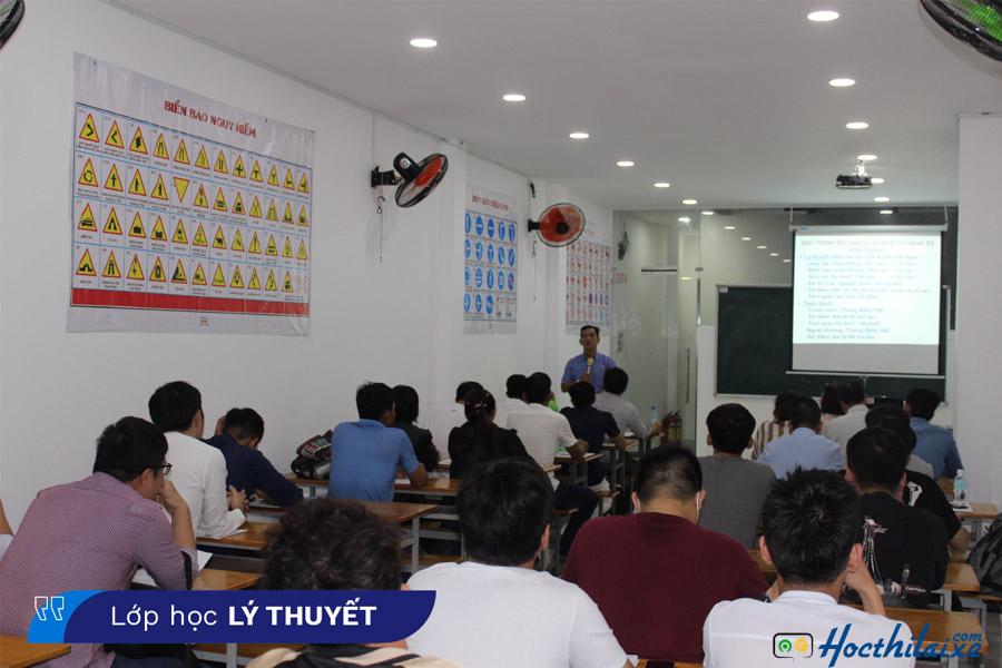 Phòng học lý thuyết tại Trường dạy nghề Tư Thục lái xe Bách Khoa
