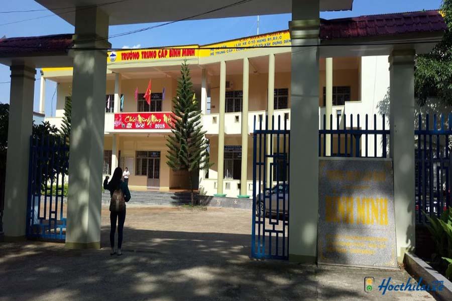 Cổng trường Trường trung cấp Bình Minh