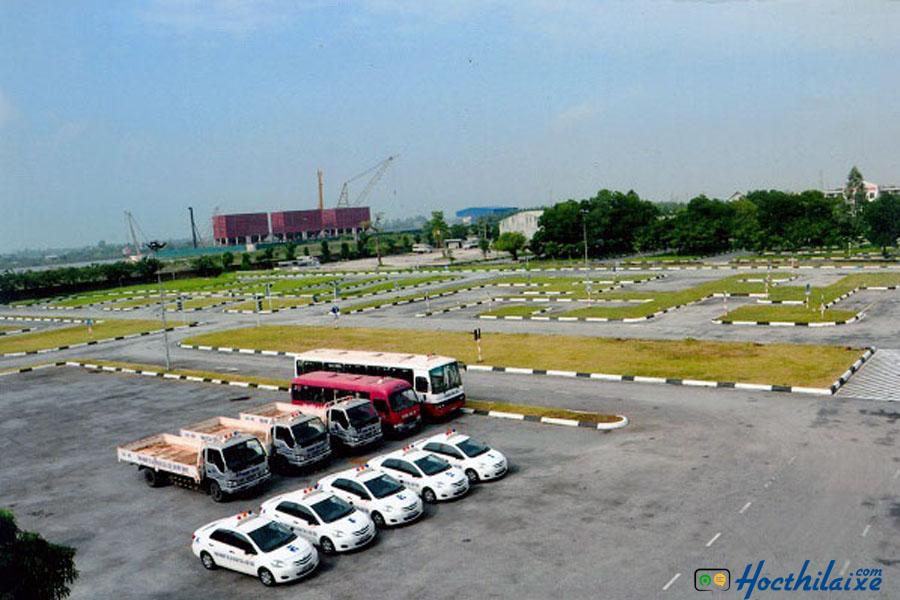 Sân tập lái tại trung tâm