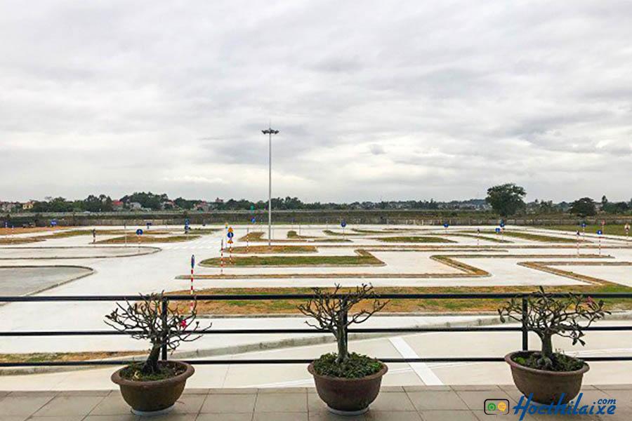Hệ thống sân tập mới và rộng rãi, sân bãi luôn được bảo trì, bảo dưỡng