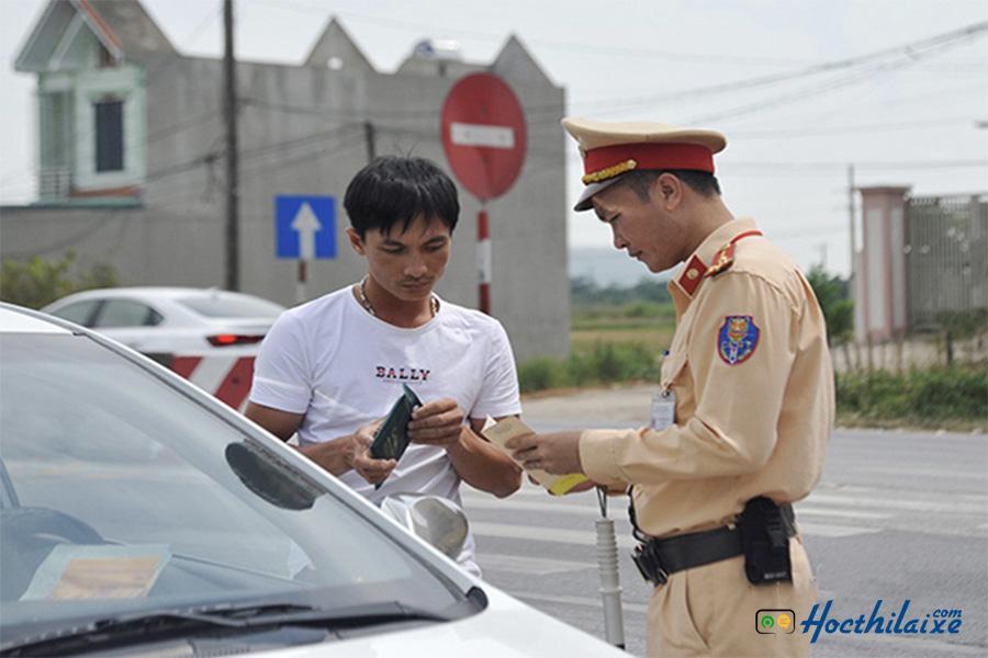 công dân bị tước bằng lái phải thi lại gplx