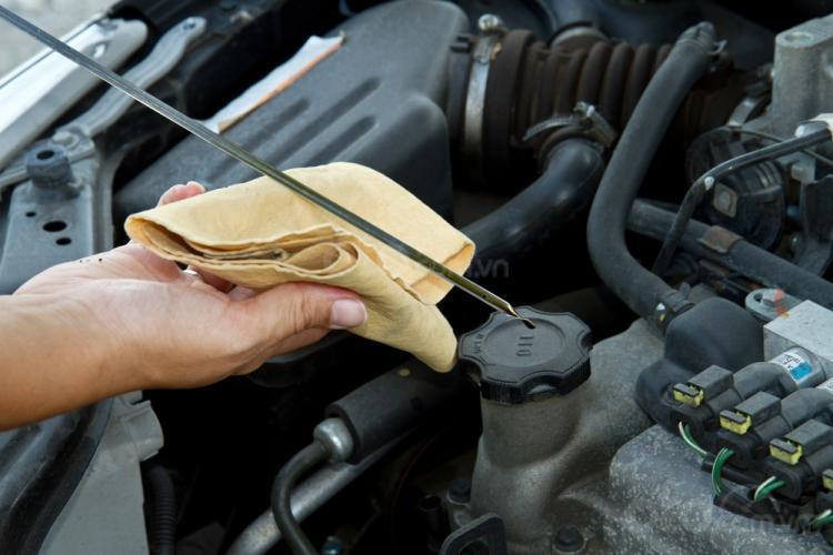 10 điều nên tuân thủ khi xe ô tô bị ngập nước - Thổi ngạt, làm sạch hệ dẫn khí