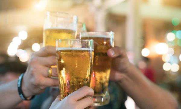 Ép uống bia rượu là hành động phản văn hóa