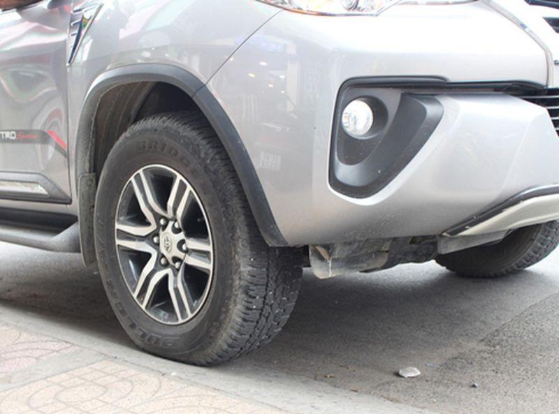 Lỗi đậu xe kênh bánh là lỗi nguy hiểm khi lái xe ô tô