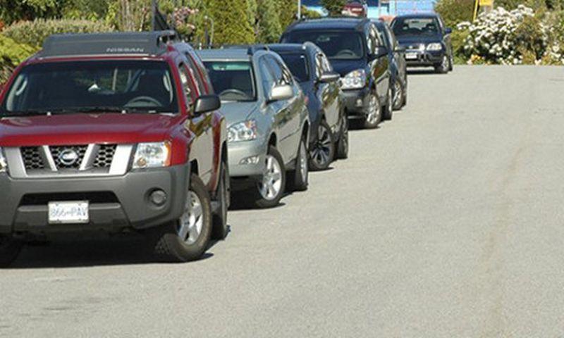 Không trả thắng lái khi đậu xe là lỗi nguy hiểm khi lái xe ô tô