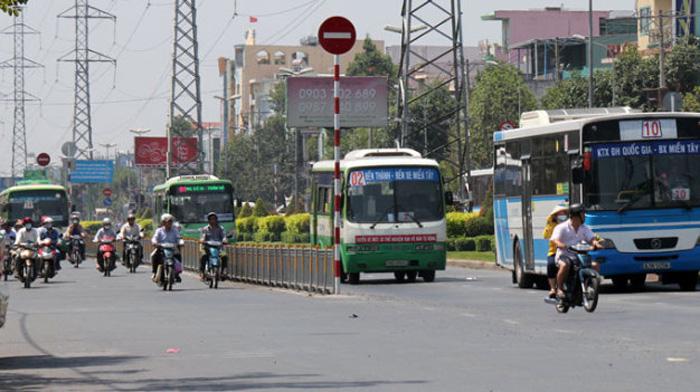 Người tài xế lái xe buýt thường phải lái xe nhiều chuyến