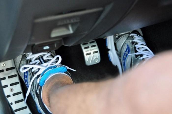 Đạp ga mạnh ngay khi vừa khởi động là những thói quen khiến xe nhanh hỏng