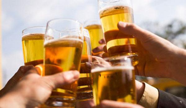 Lỗi xuất phát từ hành vi của mỗi người - Ép uống rượu bia