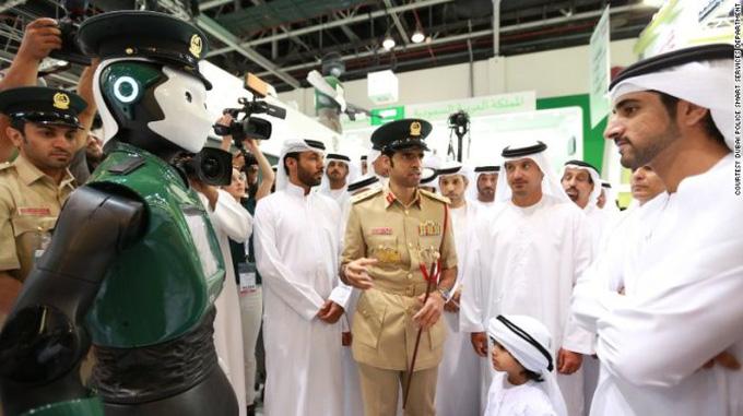 Robot cảnh sát đang được chú trọng phát triển ở Dubai - robot cảnh sát giao thông