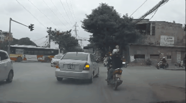 Kinh nghiệm lái xe ô tô trong thành phố cho các tài mới
