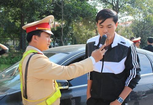 Nên gia tăng hình phạt để đủ sức răn đê - xử phạt người lái xe