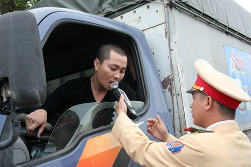 Đẩy mạnh công tác quy hoạch và quản lí - xử phạt người lái xe