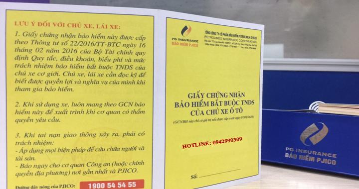 Bảo hiểm trách nhiệm dân sự với xe ô tô - Cảnh sát giao thông kiểm tra giấy tờ