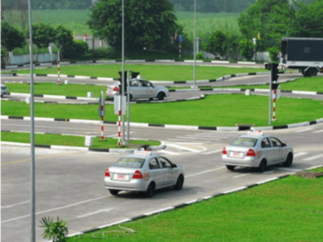 Nếu vượt đèn đỏ bạn sẽ bị loại ngay mà không phải thi tiếp - thi bằng lái xe ô tô