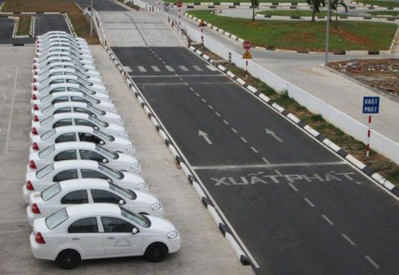 Tìm trung tâm để đăng ký học lái xe ô tô? - lưu ý khi học lái xe ô tô