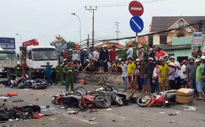 Tai nạn thảm khốc khi lái xe gần container