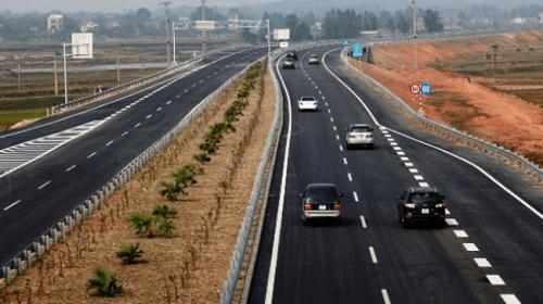Kinh nghiệm lái xe trên đường cao tốc là hãy giới hạn tốc độ khi lái xe trên cao tốc
