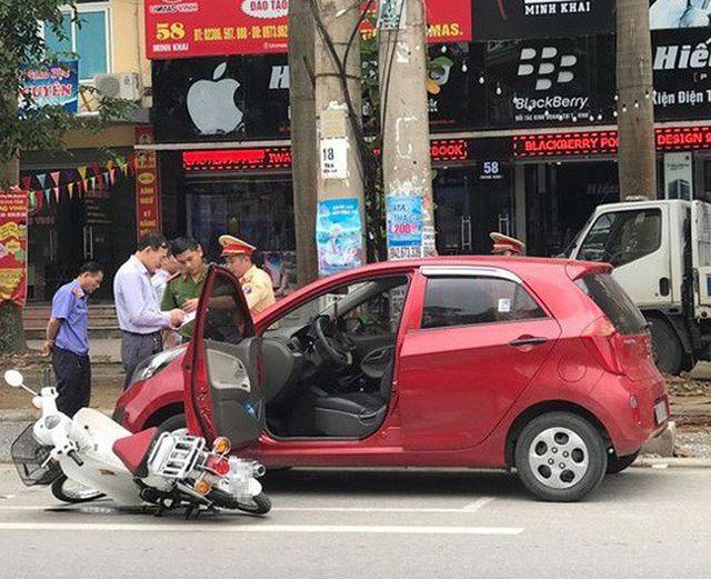 Mở cửa xe ô tô bất cẩn - Sai 1 ly, di 1 mạng