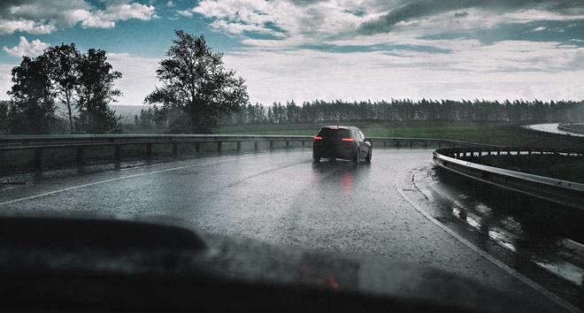 Công nghệ ô tô giúp thoát hiểm mùa mưa