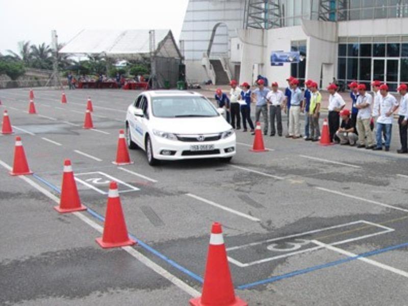 Học lái xe ô tô hạng B2 hay C - lưu ý khi học lái xe ô tô