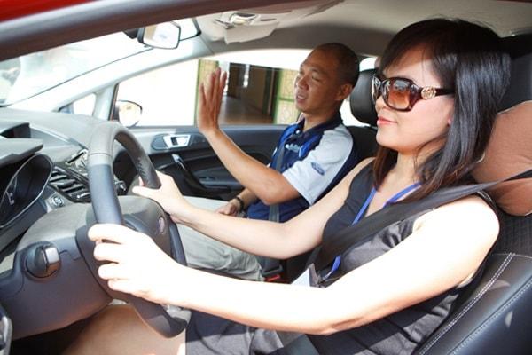 Phụ nữ tự tin sẽ lựa chọn học và thi sát hạch bằng lái xe b2