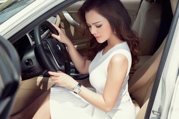 Phụ nữ học lái xe ô tô nên học B1 hay B2
