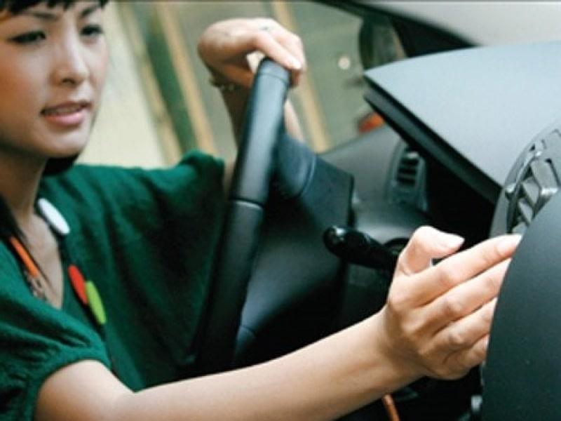 Tại sao không bán xăng cho phụ nữ? - Ý thức lái xe